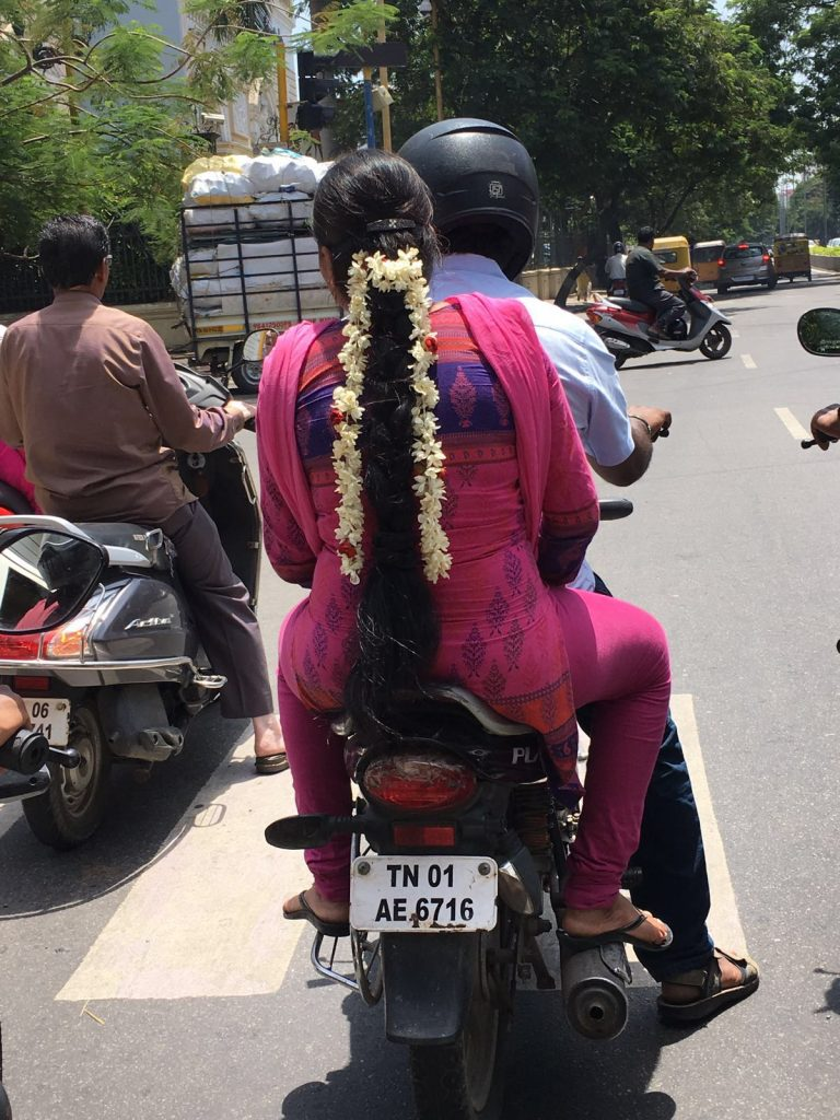 donne in moto India