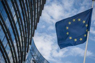 Bando per tirocini retribuiti presso la Commissione Europea