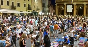 mercatino per bimbi in piazza Cavour